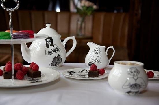 dupenny cheeky pin-up tea set 3