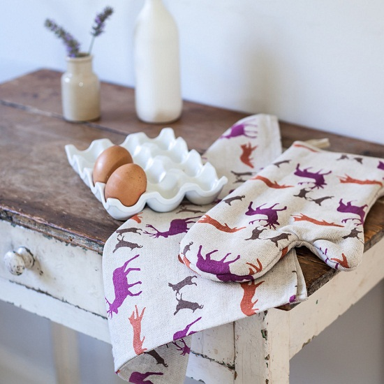 Rawxclusive.co.uk animals teatowel and oven mitt.