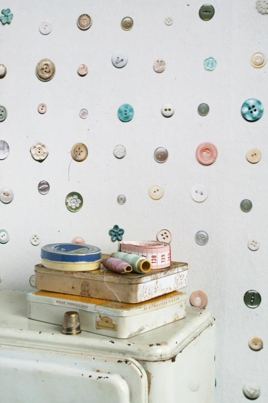 Studio_Ditte_Buttons_Wallpaper from Pierrot et Coco