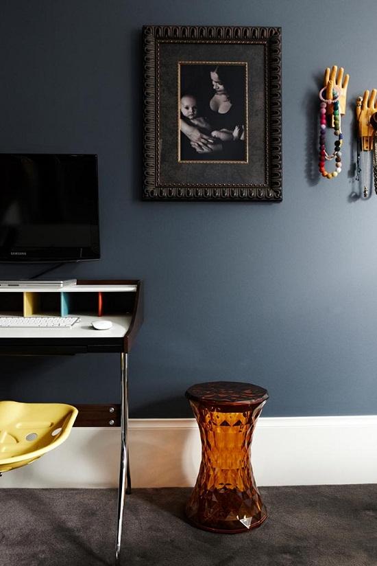 Dark and dramatic mansion flat of Interior Designer Chelsea Hing [4.]