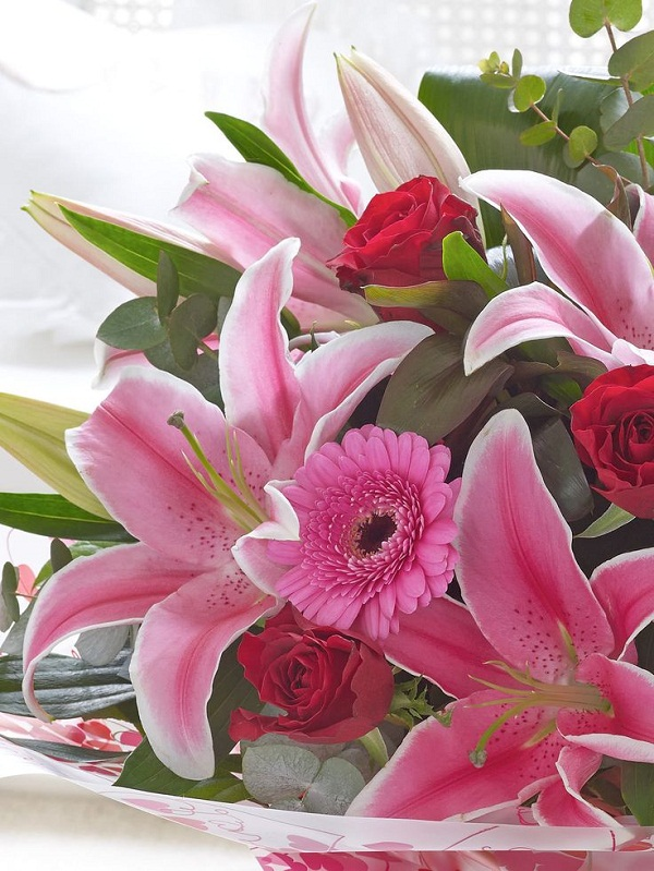 valentines_gifts_rose_lilly_interflora