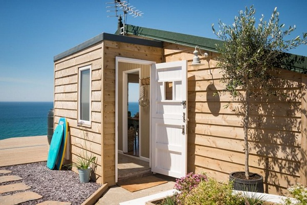 Daydreamer, luxury self catering beach hut via Unique Home Stays (9)