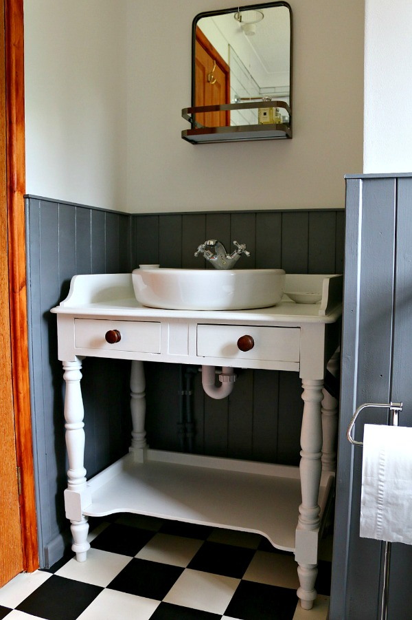 Dear Designer's Country Cottage - The Bathroom (1)