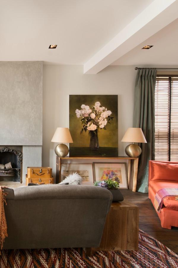 House Tour - London - Oversized Artwork gives an artisanal feel
