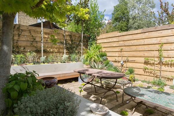 House Tour - London - Contemporary Courtyard Garden