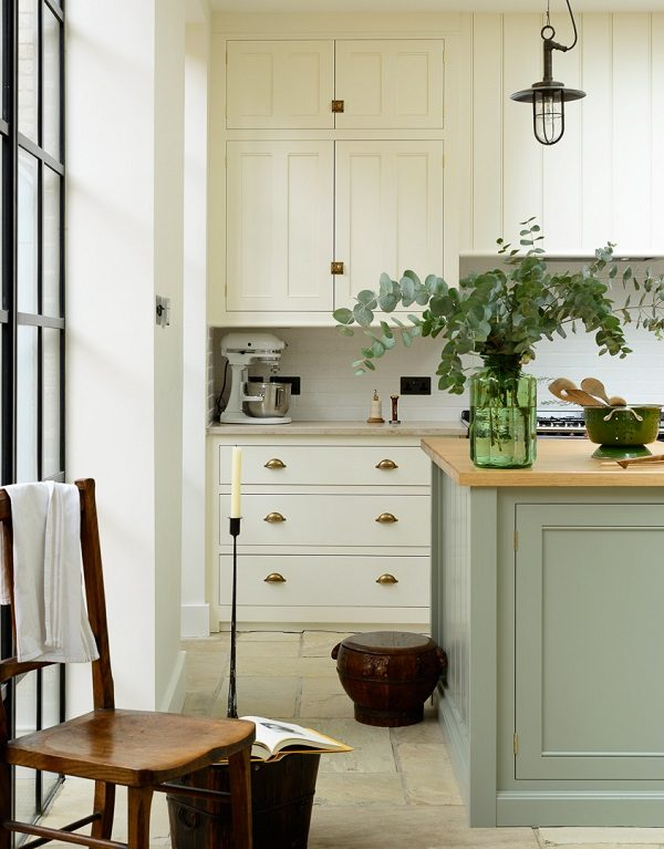 Traditional cabinets+warm oak+flagstones+aga=classic English kitchen