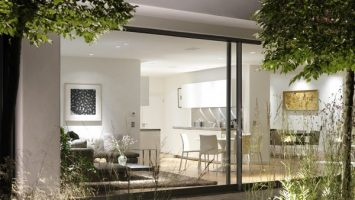 The ideal glass extention encompassing kitchen, dining room and living area
