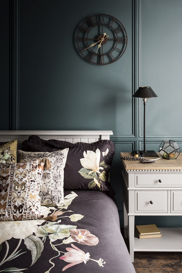 dark floral bedlinen for autumn and winter nights
