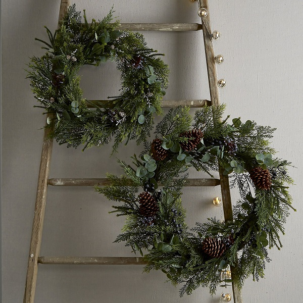Christmas decorations - a simple wreath
