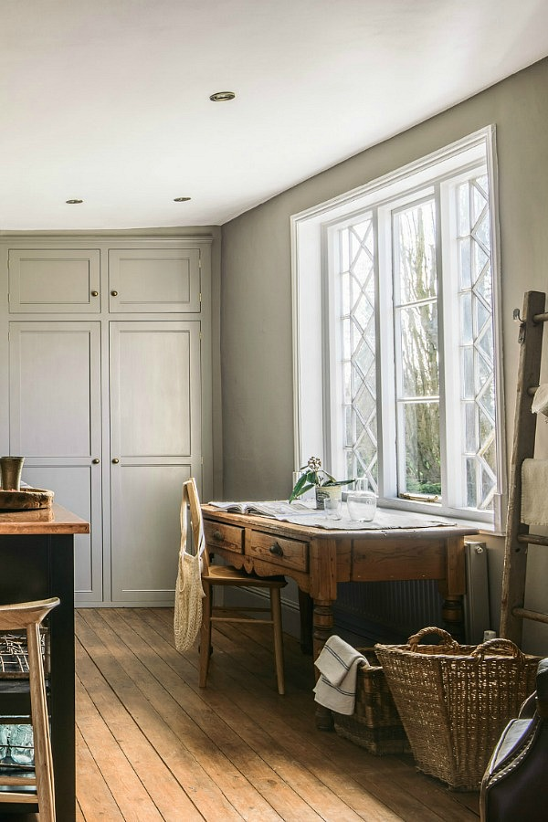 Leave a space for some rustic touches in a country kitchen that entice you to linger longer and that encourage the family to gather
