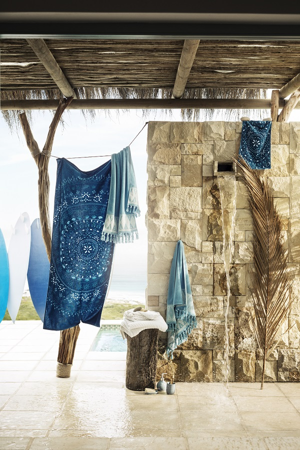 Summer styling - Bathing in the open air