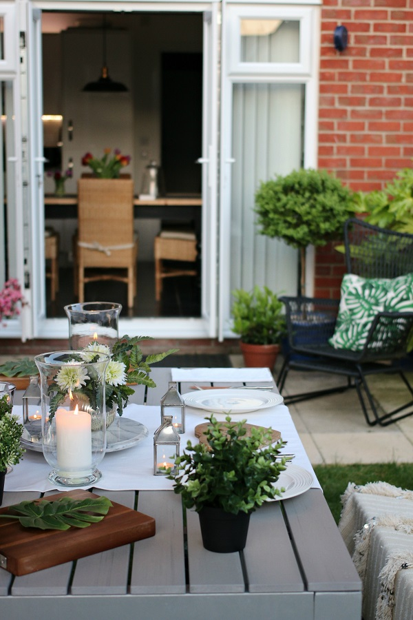 My summer style = relaxed dining in the garden