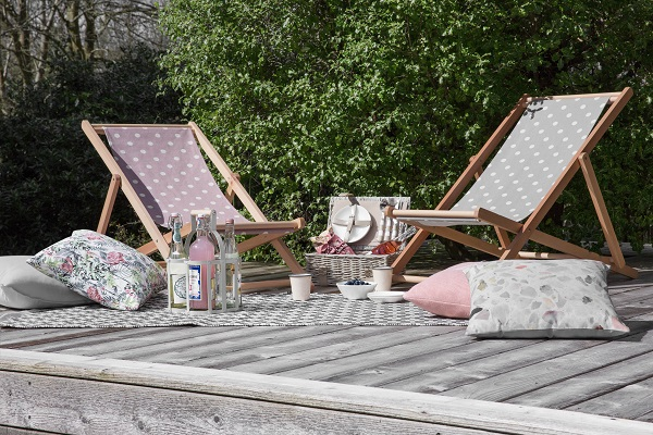 How to picnic stylishly with deckchairs, cushions, an outdoor rug and a hamper