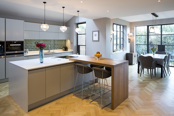 An Open Contemporary Kitchen That Makes a Great Party Space