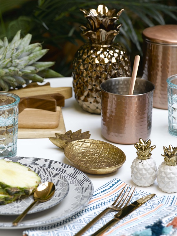 Table Decoration Ideas for Summer Dining Tables - Run with a theme and steal some accessories from around the house