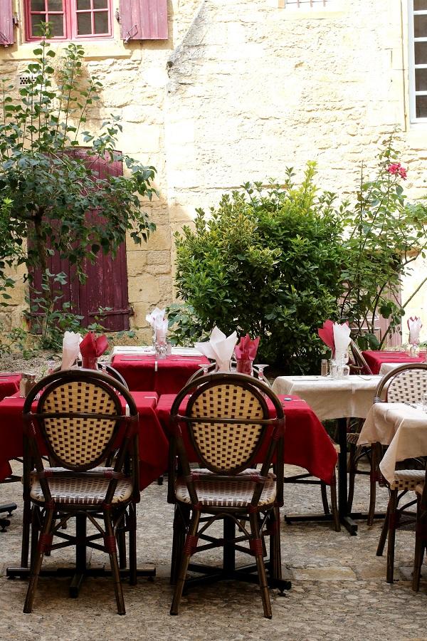 Sarlat La Canida cafe scene, France