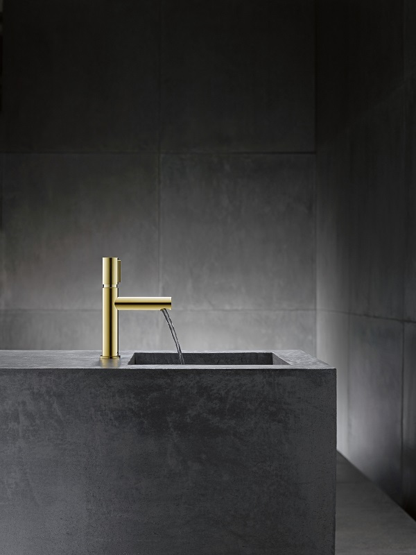 bathroom trends - gold brassware