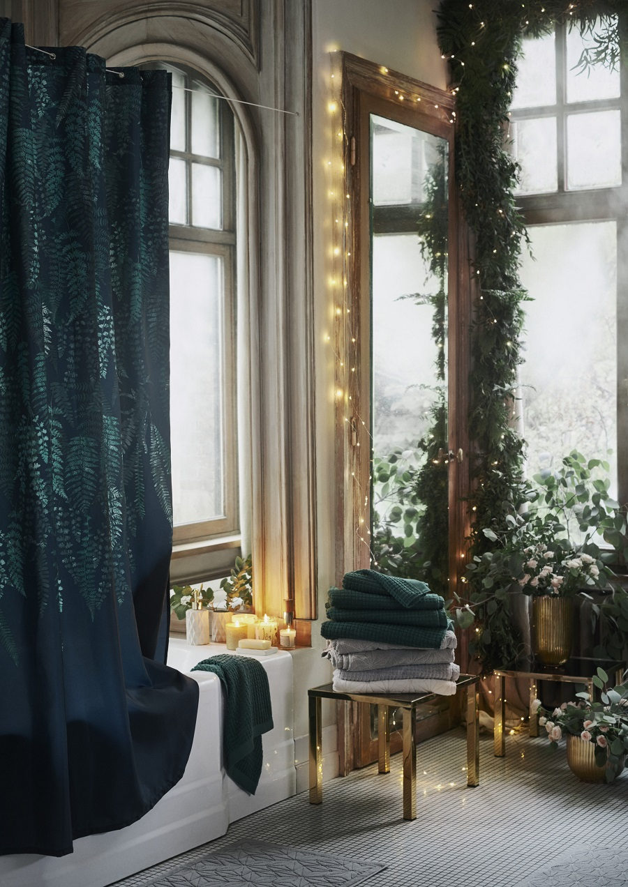 Christmas Styling at H & M Home 2017 - even the bathroom should be guest ready