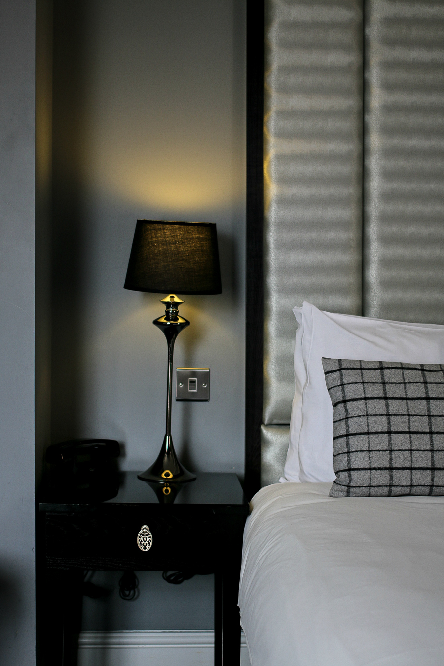 How to Create That Hotel Chic Experience in Your Own Bedroom