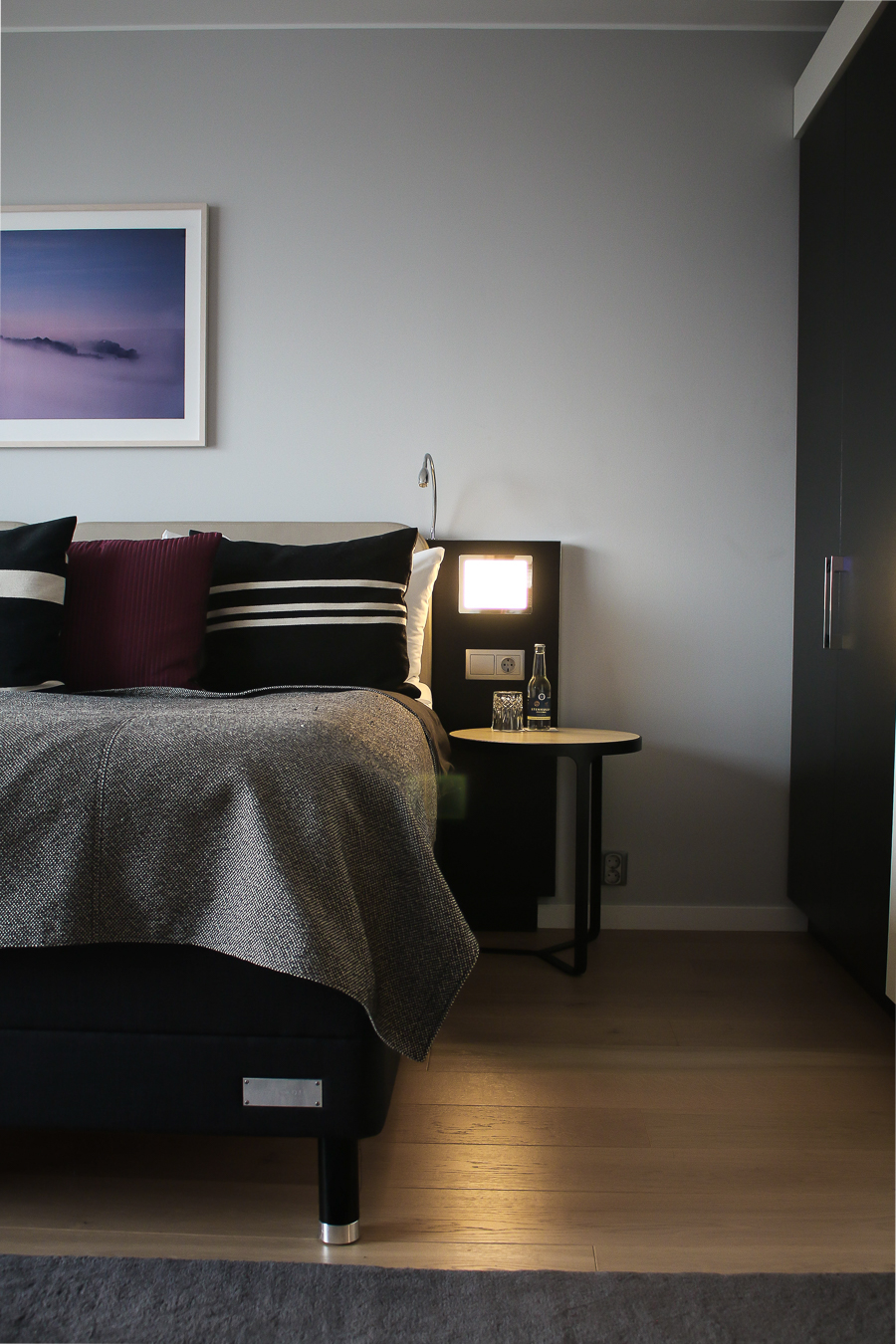 How to Create That Hotel Chic Experience in Your Own Bedroom - keep the clutter down
