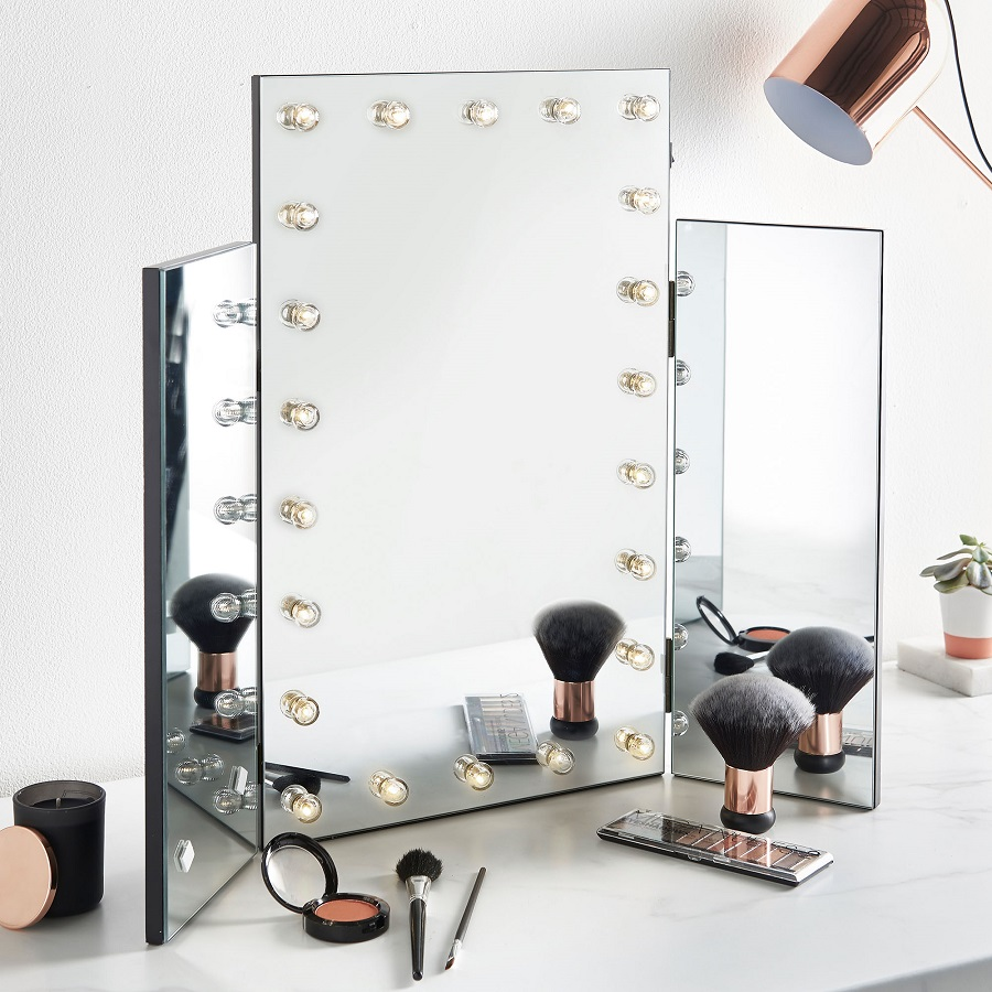 Dressing table goals - hollywood type mirror