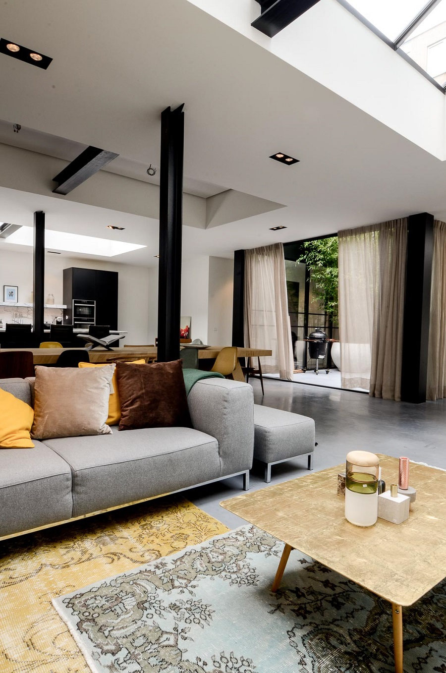 A Hidden Gem of an Apartment in the City Centre of Amsterdam - open plan living