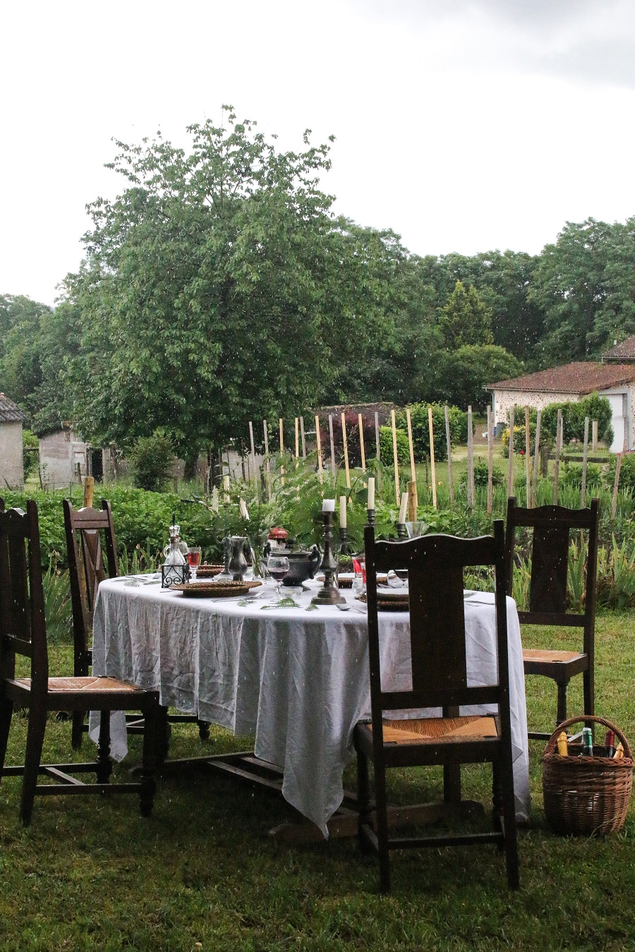 Top Tips for Creating an Inexpensive Table Setting for a Magical Alfresco Meal