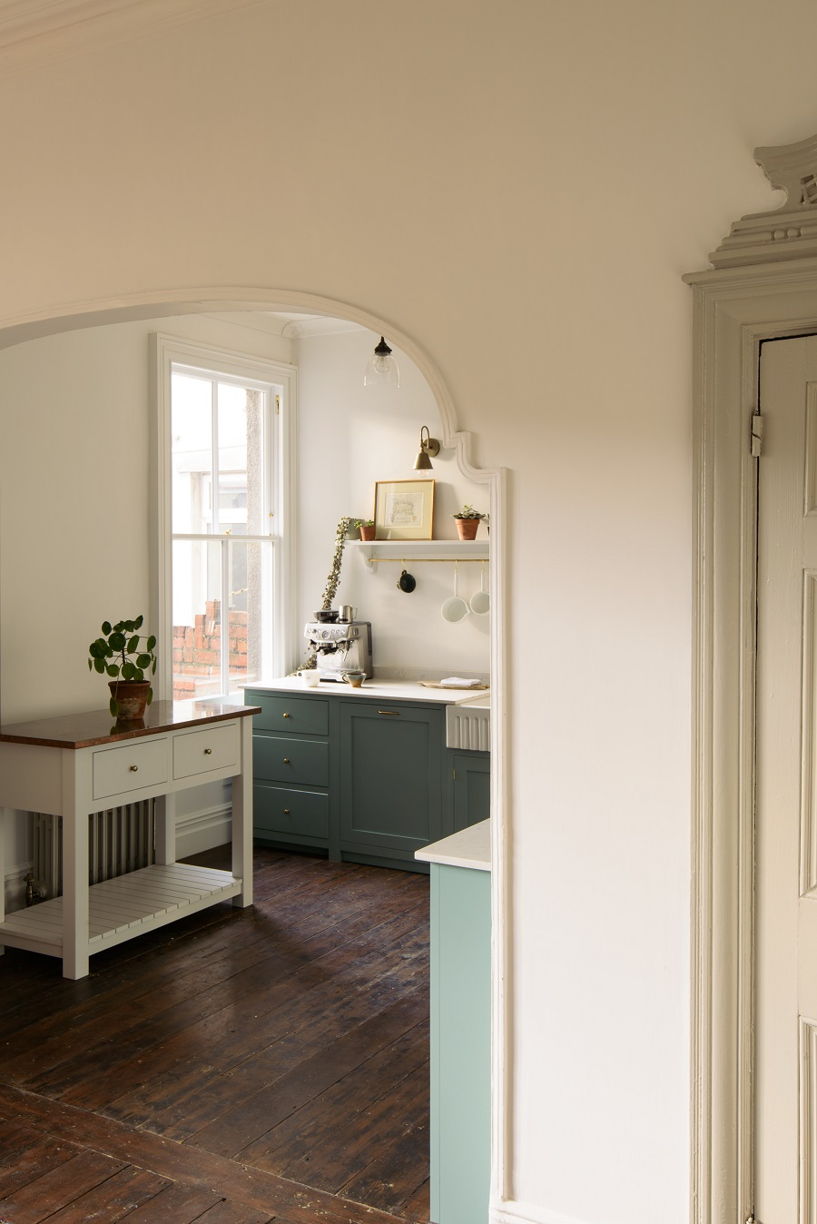 A Delightfully Simple Kitchen in an Edwardian Villa That Evokes a Different Era