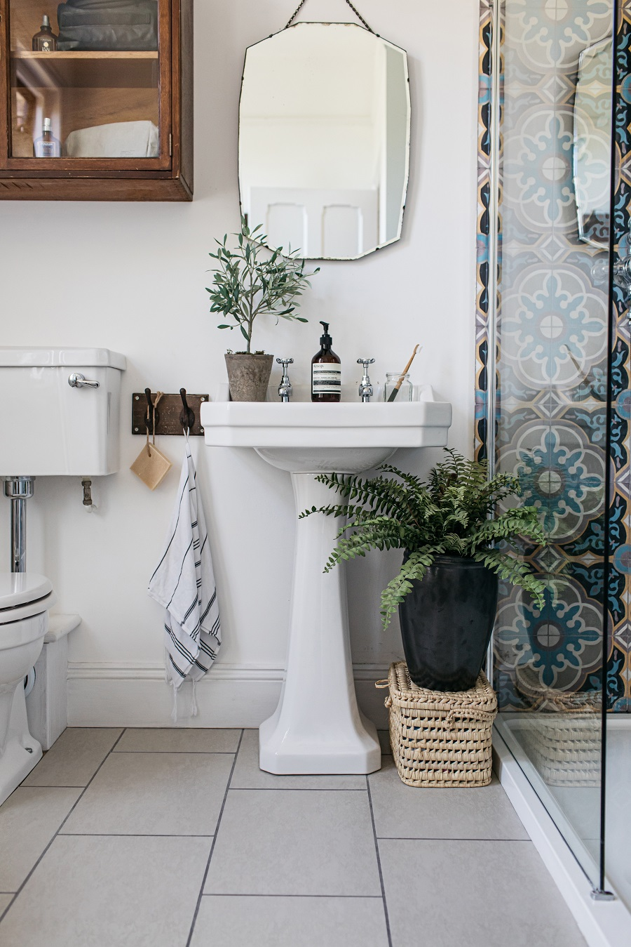A Pretty Vintage Inspired Bathroom and How To Get The Look