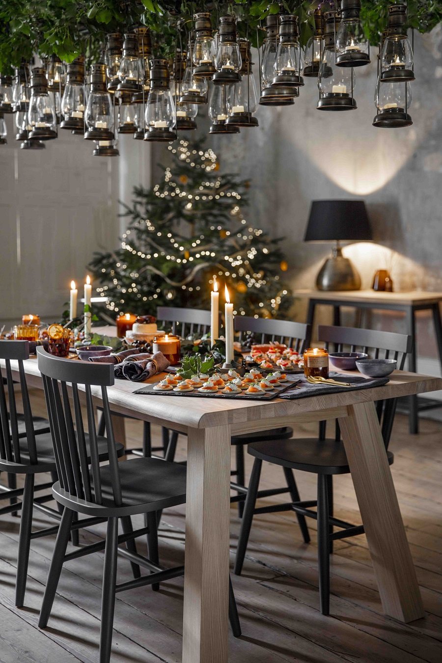 Lift the Christmas table decorations to a new level