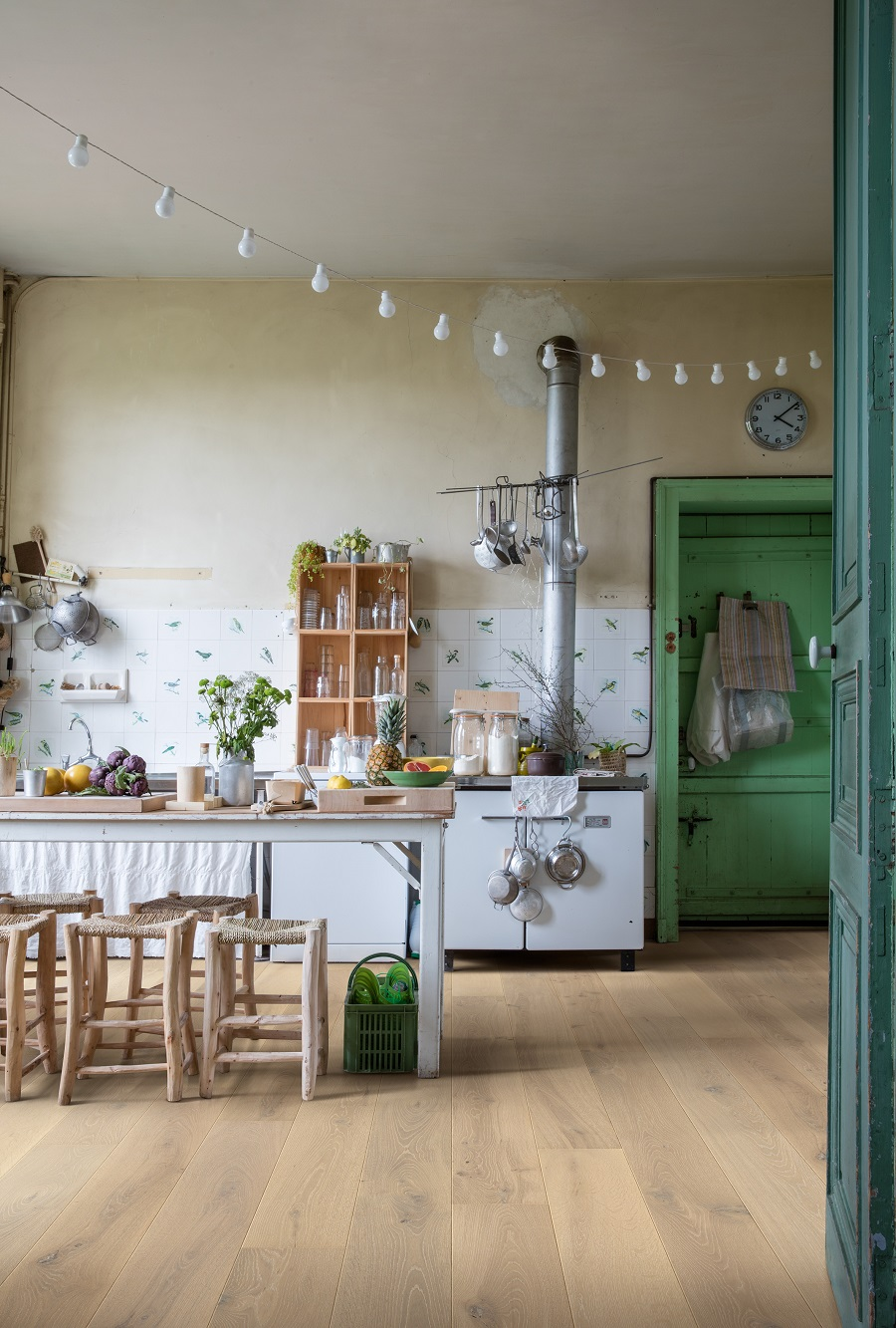 An Undecorated Kitchen That Exudes Warmth - Get The Look