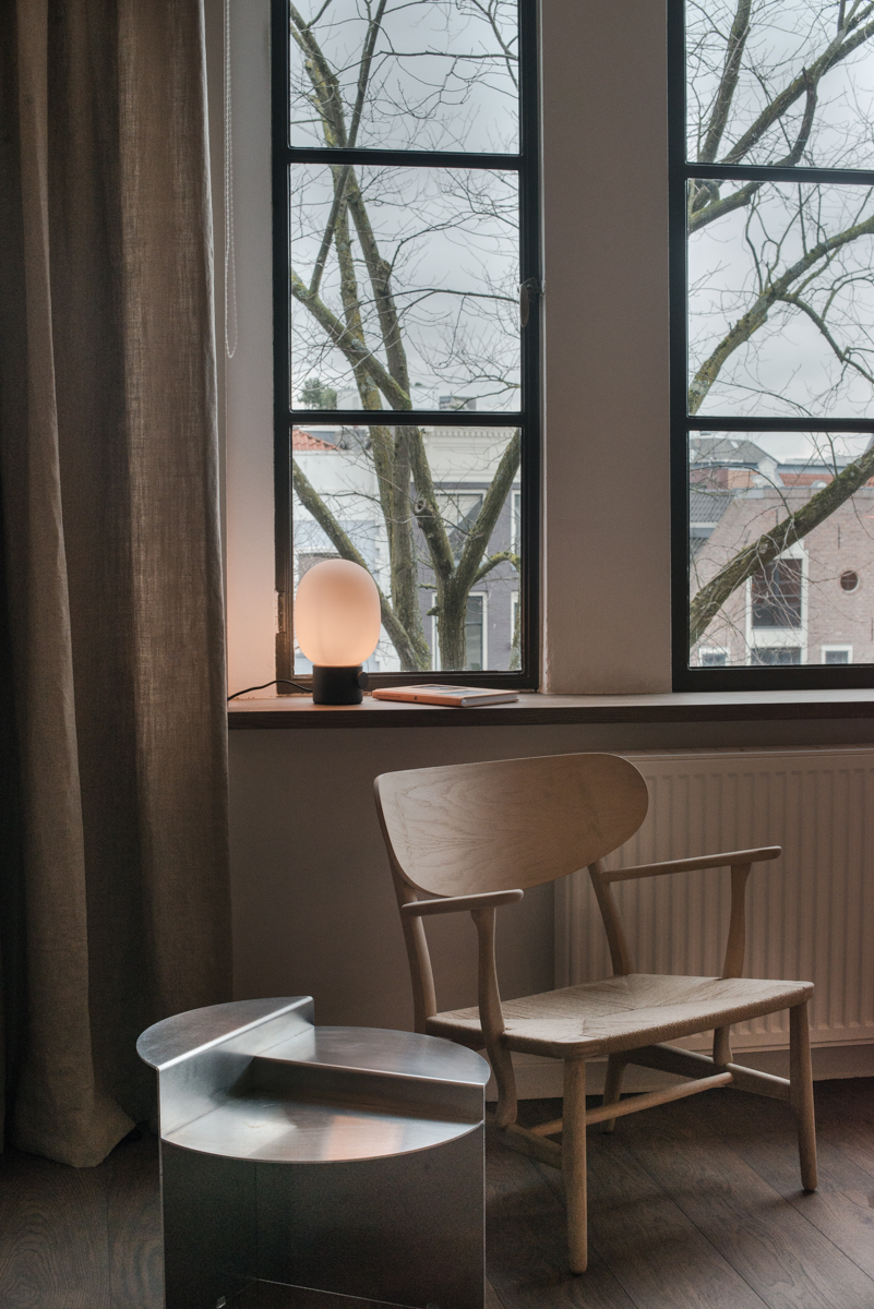 Neutral Simplicity in the Centre of Amsterdam