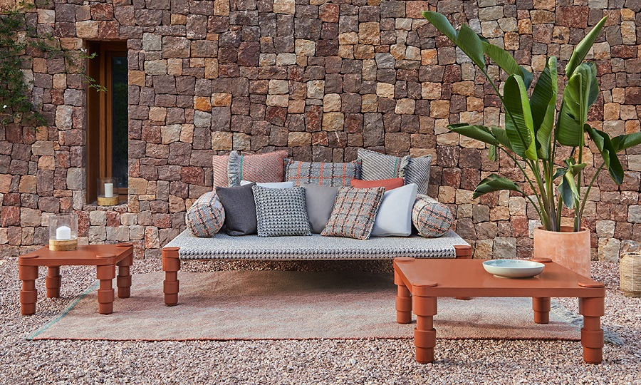 Daybeds for a Colonial Style Sitting Room
