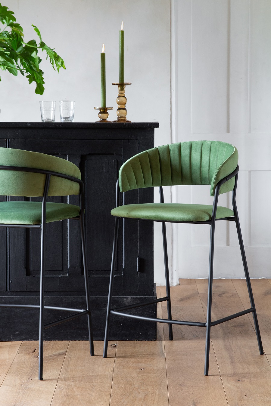 How to Incorporate Emerald Green into Your Home