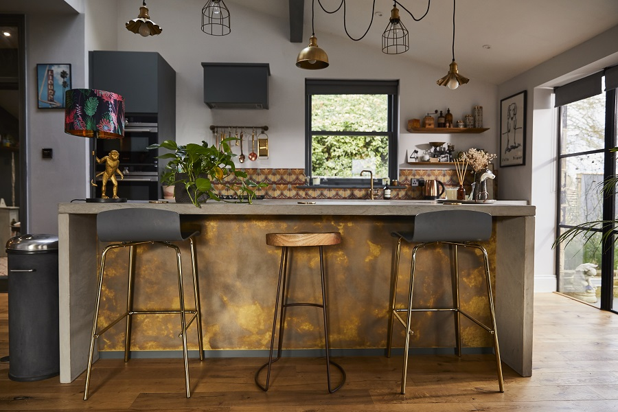 A Kitchen That Combines Warm Metallics With a Retro Aesthetic