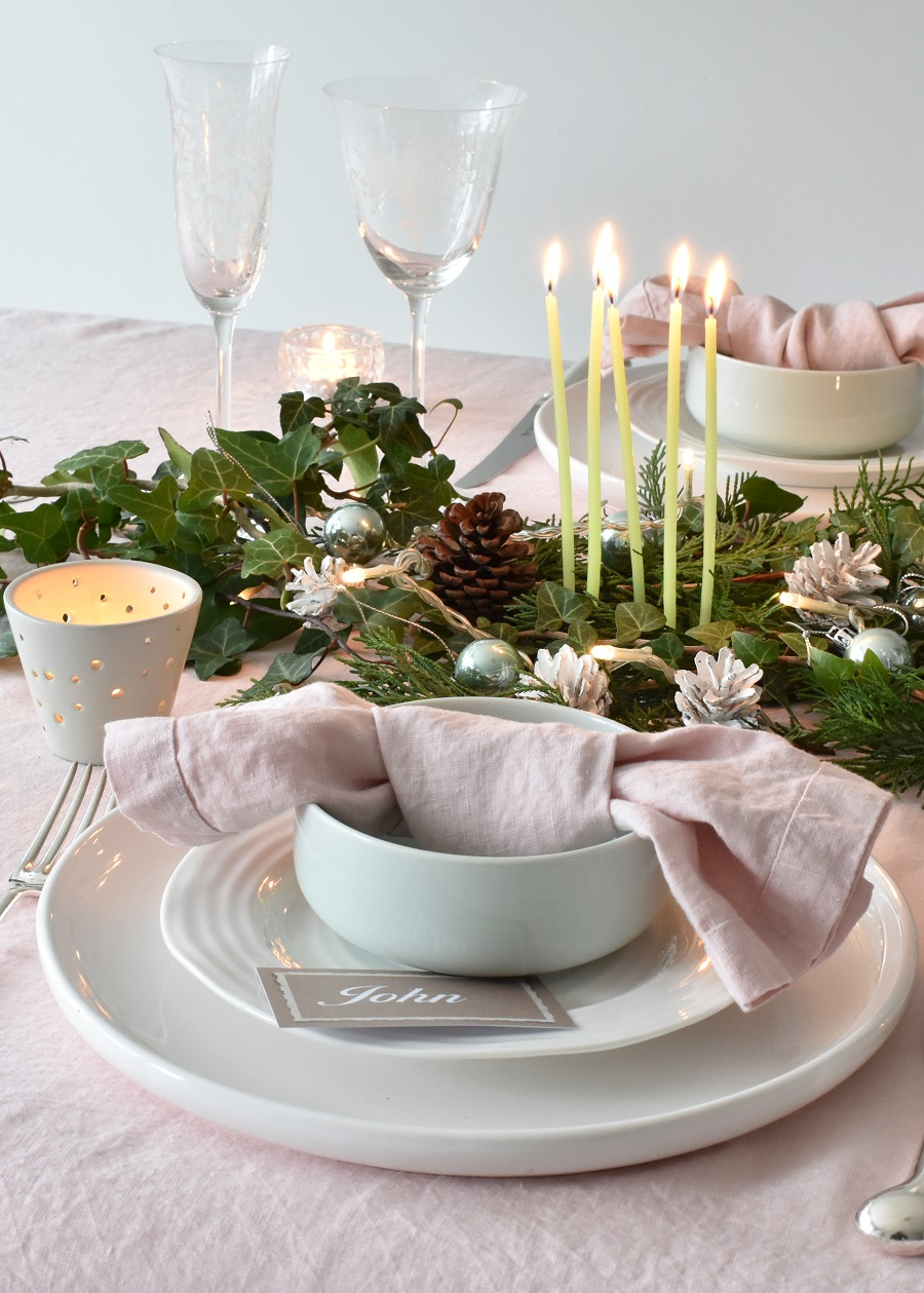 14 Stunning Ideas for Christmas Table Decorations