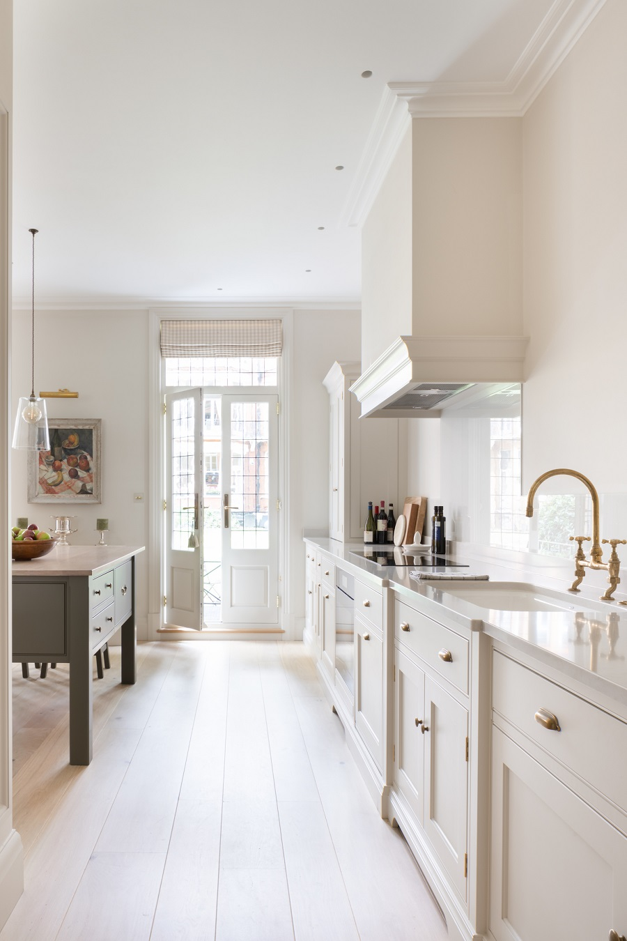 A Light and Airy Kitchen With a Timeless Design
