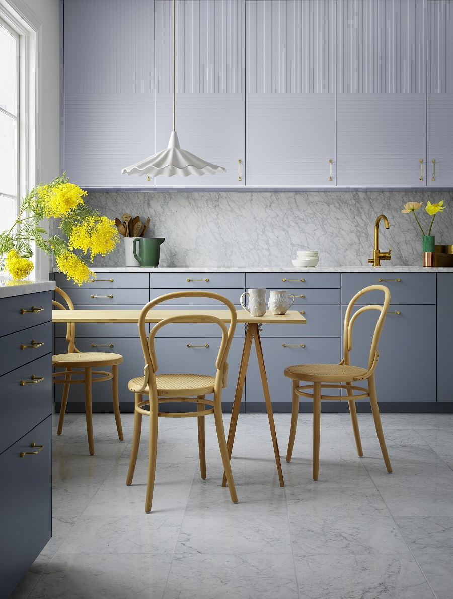 A Sleek Eat-In Kitchen With a Retro Scandi Vibe