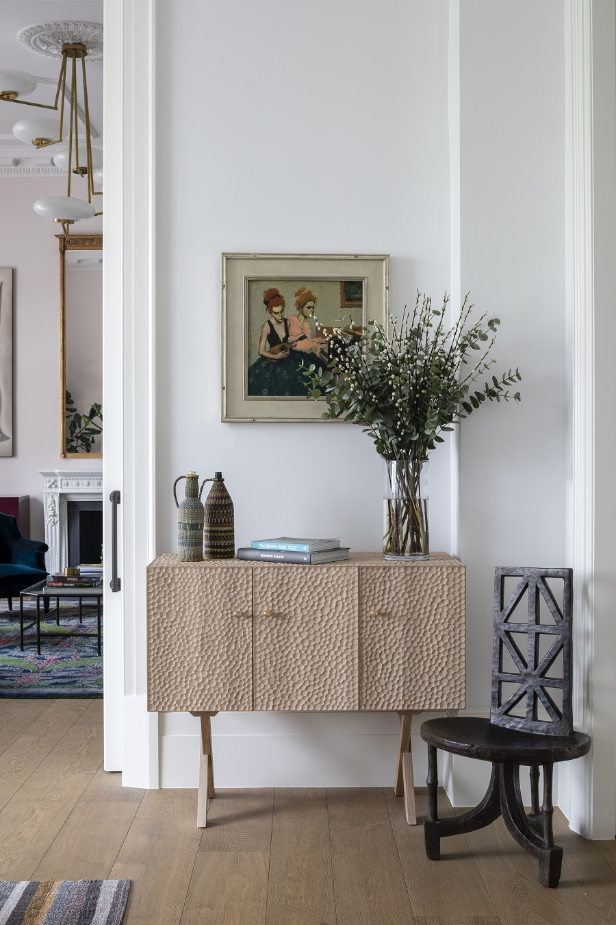 Comfort and Calm and Stunning Art in An Elegant Pied-à-Terre