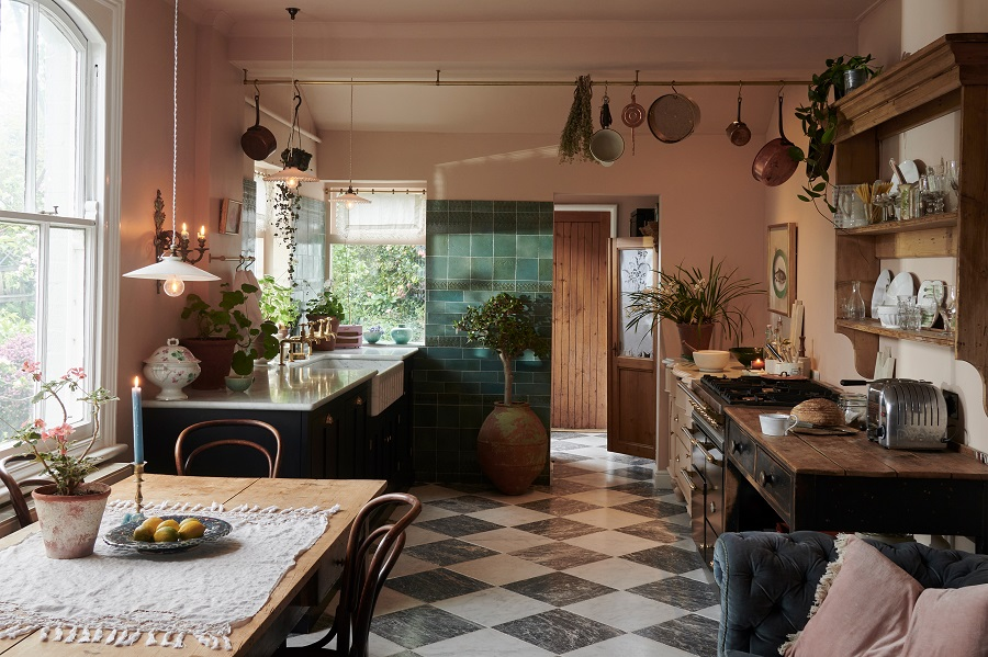 A Beautiful Kitchen Inspired by Italian Old-Style Bars and Restaurants